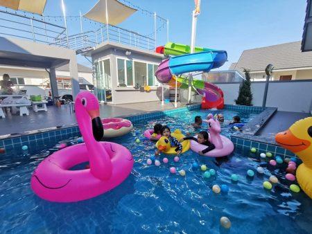 บ้านพักชะอำ - Holiday Pool Villa