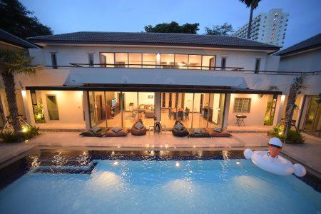 บ้านพักพัทยา - Vanin Pool Villa ( 9 Bedrooms )
