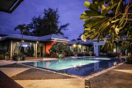 บ้านพักพัทยา - Vanin Pool Villa ( 15 Bedrooms )